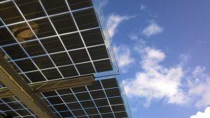 ¿Es posible ahorrar electricidad en España instalando placas solares?